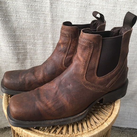 42ab28f3700 Ariat Midtown Rambler Chelsea Boots NWOT!
